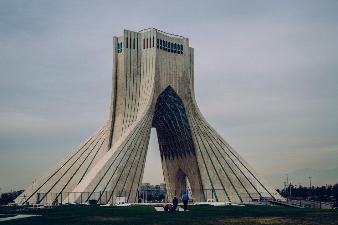 Wieża Azadi (Wolności) - jeden zsymboli Teheranu, zbudowana zokazji obchodów 2500-lecia powstania Imperium Perskiego