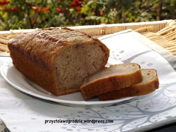 Chleb z cukinii