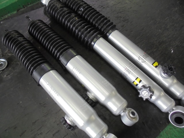 KDH206V ハイエース リアリーフブッシュ交換 車高調整 ショック交換 四輪アライメント