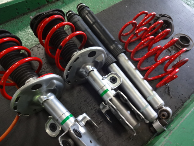 ZVW30 プリウス G'Sサスキットに交換 四輪アライメント