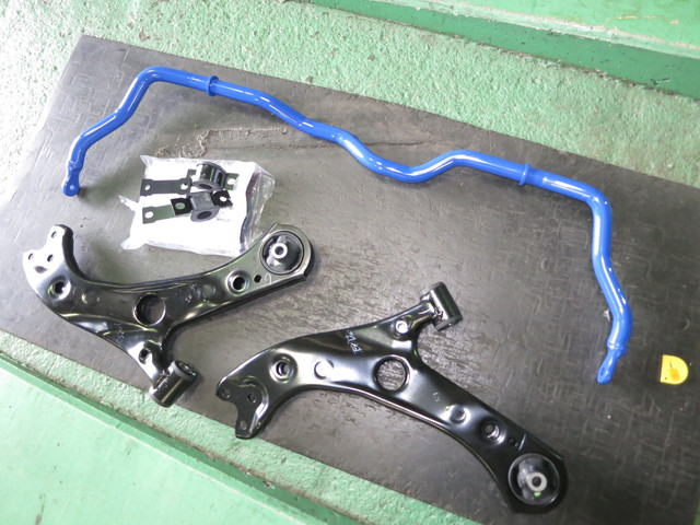 ZVW51 プリウス クスコスタビライザー交換 ロアアーム交換 四輪アライメント調整
