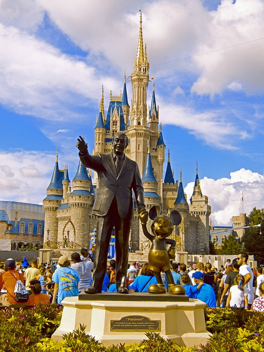 Statue of Walt Disney and Mickey Mouse in front of Cinderella's Castle in Magic Kingdom