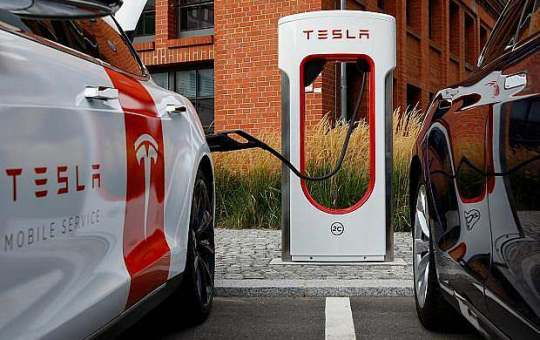 Tesla solar-powered charging station in Tibet