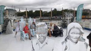 HOLLY AND PHILLIP CARVED IN ICE ON ITV