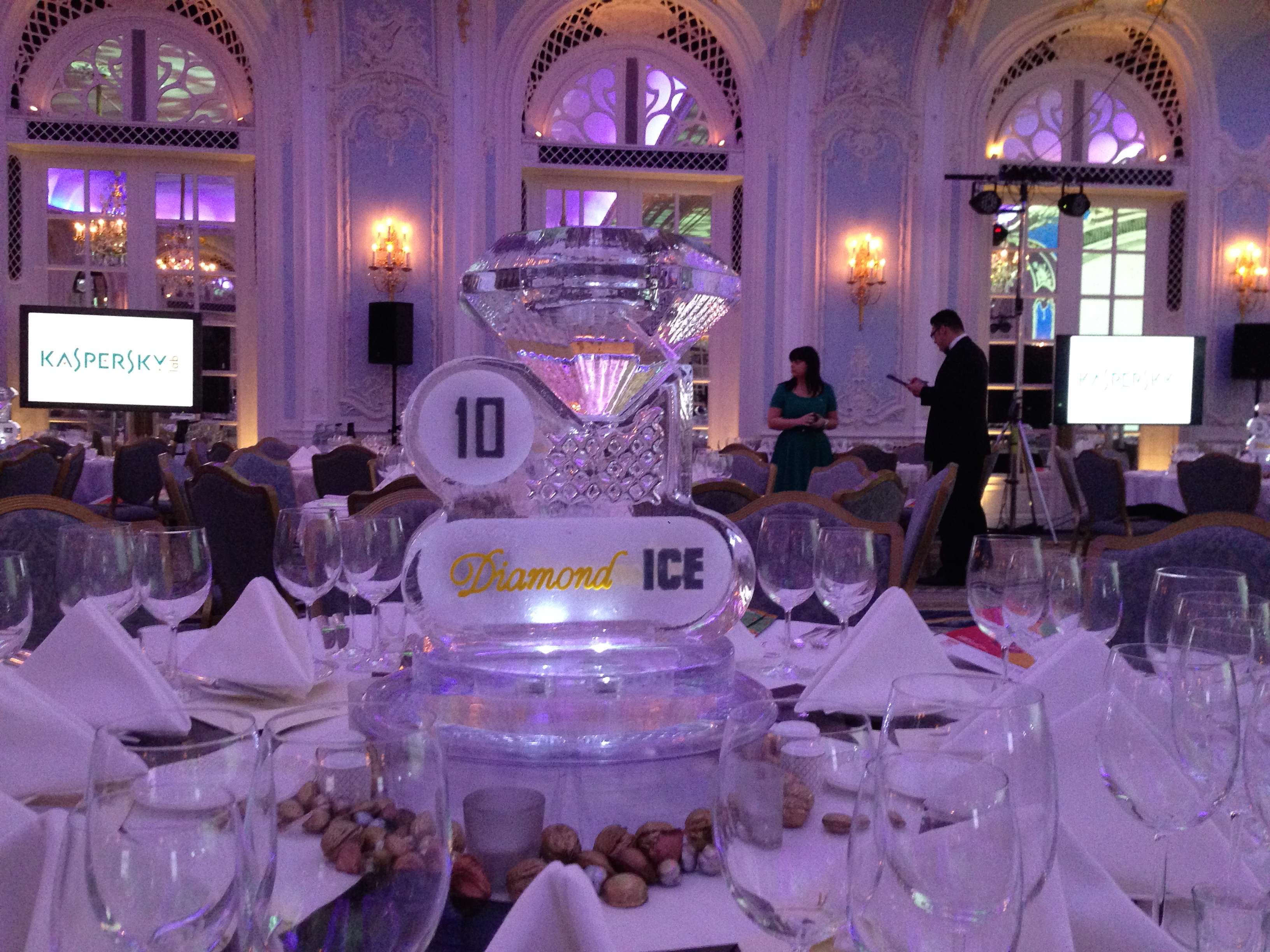 Diamond Ice Ice Table Centre