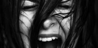 Первая психологическая помощь при нервной дрожи и страхе. Советы психолога.