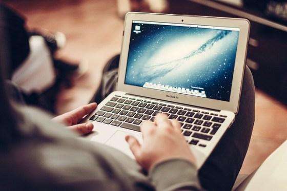macbook-407127_640