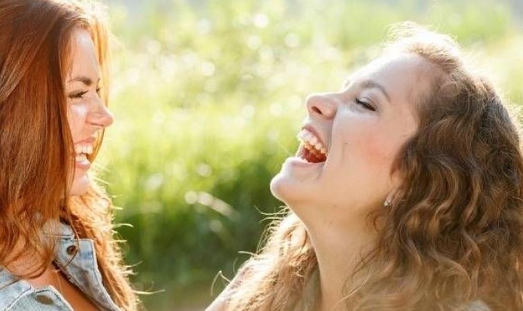 Αυθάδες Γέλιο