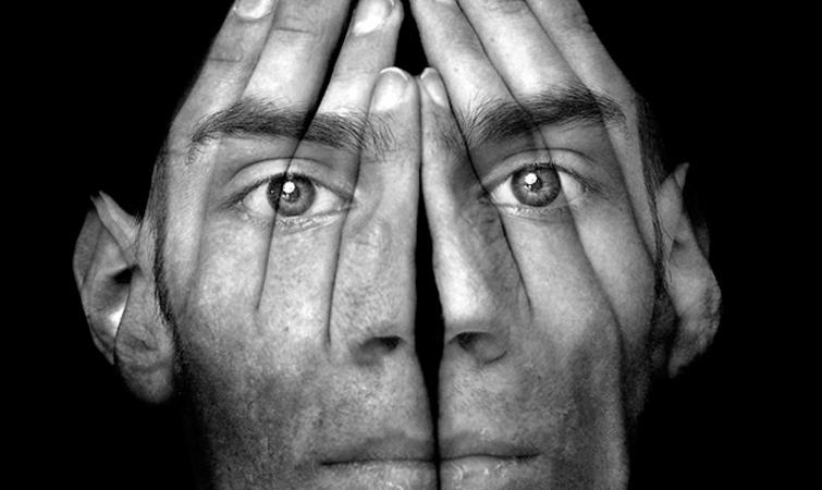 Ποιος φοβάται τον καθρέφτη- Η απειλή της δυσμορφοφοβίας