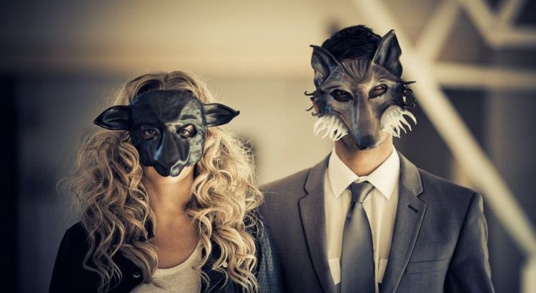 relacionamento perfeito casal mascarado