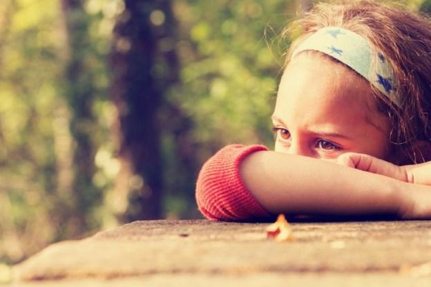 depressão infantil, criança triste, tristeza, criança deprimida
