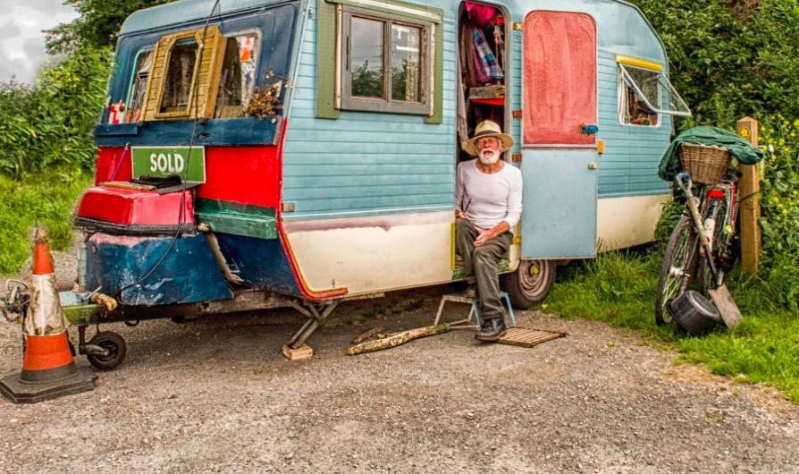 Morar sozinho depois dos 60 anos, pode ou não pode afinal?