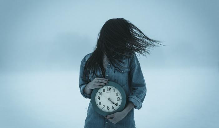 O corpo que morre e o corpo que pulsa: precisamos falar sobre o tempo!