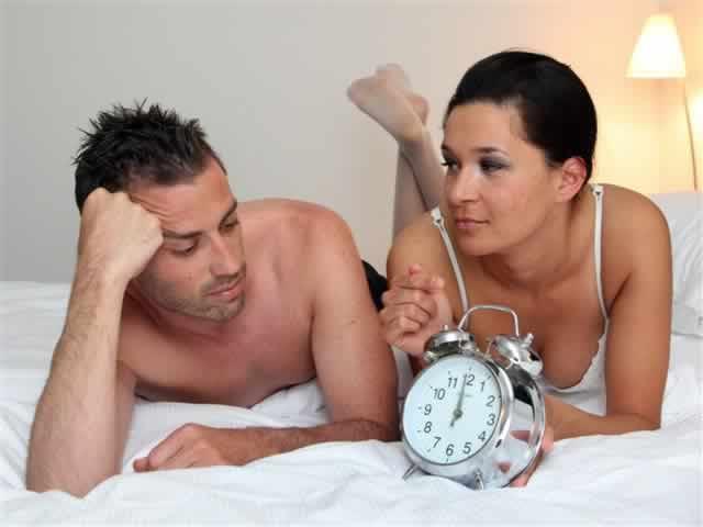 La mujer eyacula durante un orgasmo