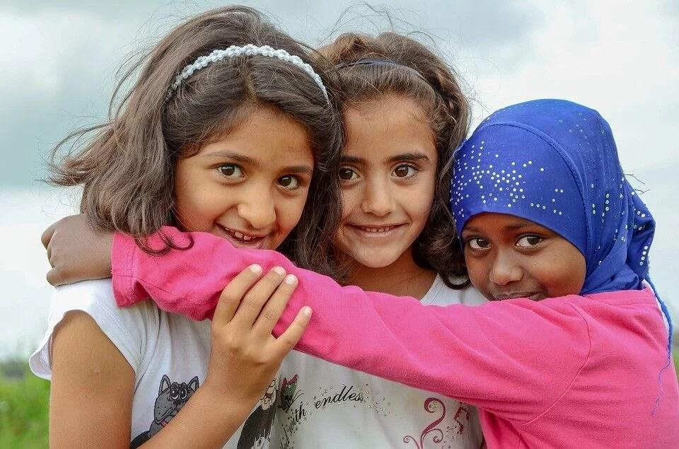 Solicitantes de asilo con niños refugiados apáticos