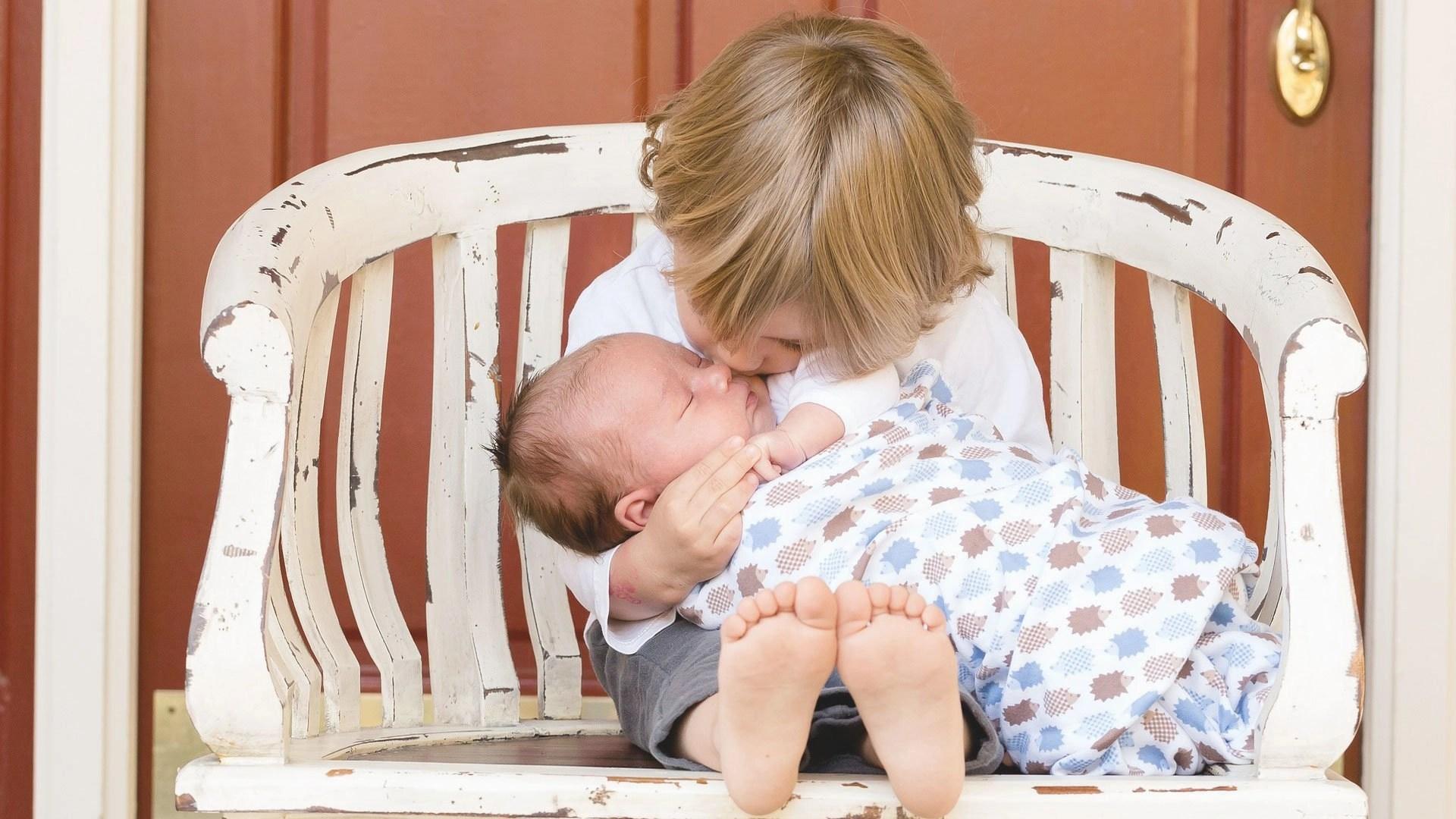 Nascita del secondo figlio: la fratria. Psicoterapia di coppia