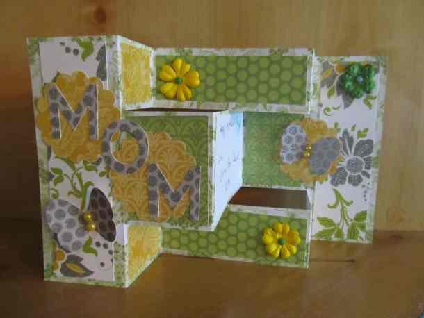 Tri fold shutter card for Mom