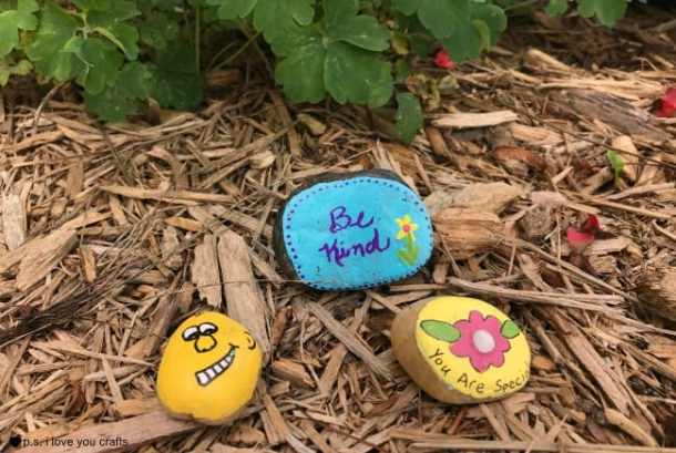 Rock Painting Ideas - Here are ideas for painting rocks that don't require any artistic ability. Have fun painting kindness rocks and rocks for hiding your community.