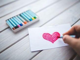 Corazón dibujado con autoestima