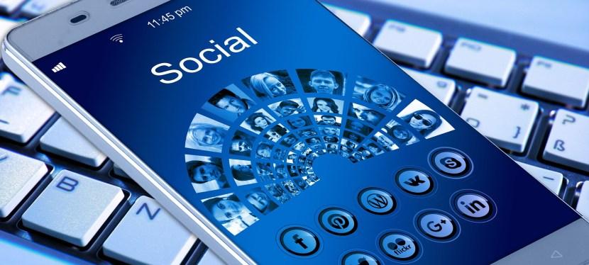 ¿Cuáles son los peligros de las redes sociales para los adolescentes?