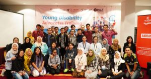 Peserta Young Disability Advocates Training berfoto bersama.