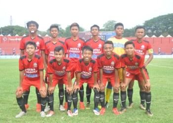 Tim Putra Jenggolo tampil di final Liga U-15 usai mengalahkan PSBK Peta 2-0 dalam laga semifinal, Senin (25/9/2017)