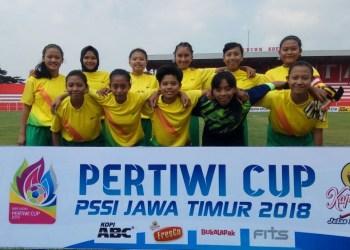 Tim Putri Gayatri Putri saat tampil di Piala Pertiwi PSSI Jatim 2018. FOTO: ARIF SYAIFUDDIN