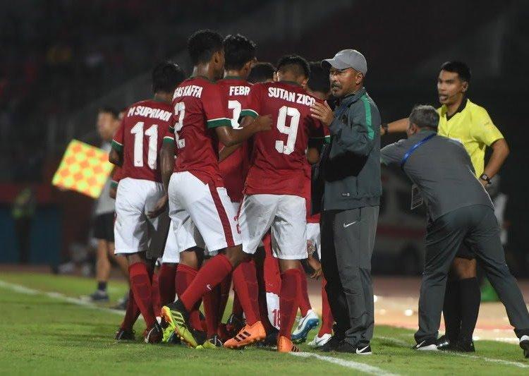 Selebrasi Garuda Muda usai menang telak delapan gol tanpa balas atas Filipina.
