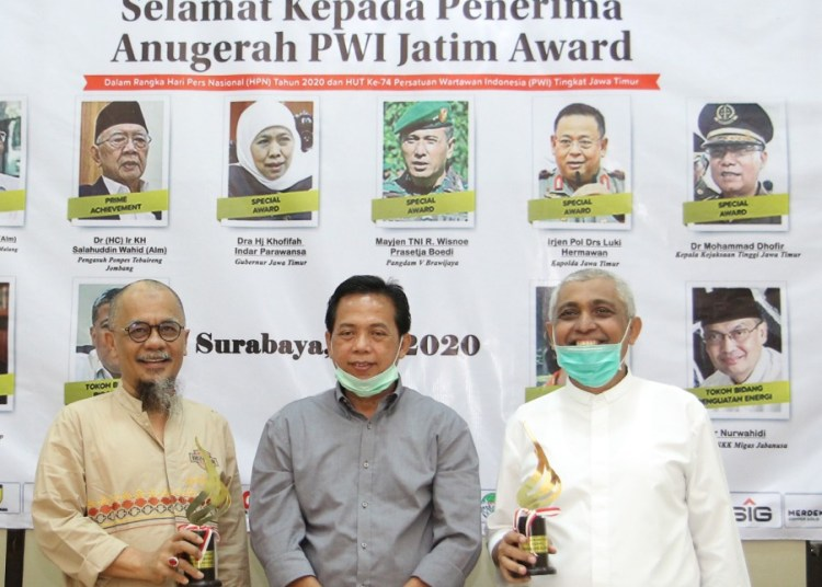 PWI Jatim Award untuk Ketua Asprov PSSI Jatim