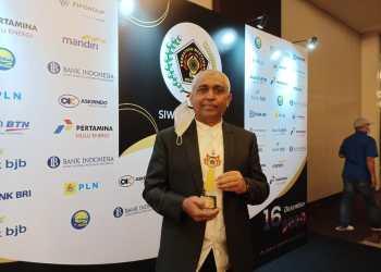 Ketua Umum PSSI Jatim Raih Golden Award 2020