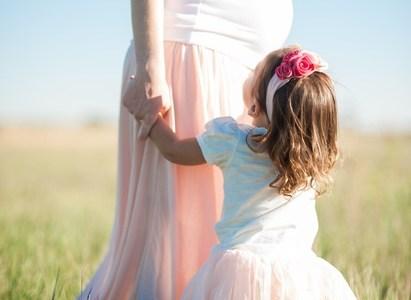 femme enceinte et sa fille