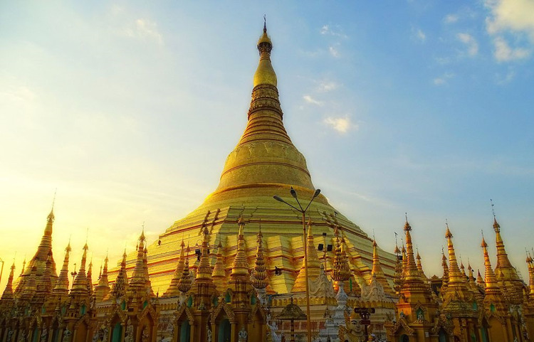 Shwedagon_Pagoda_2017 buddhist temples