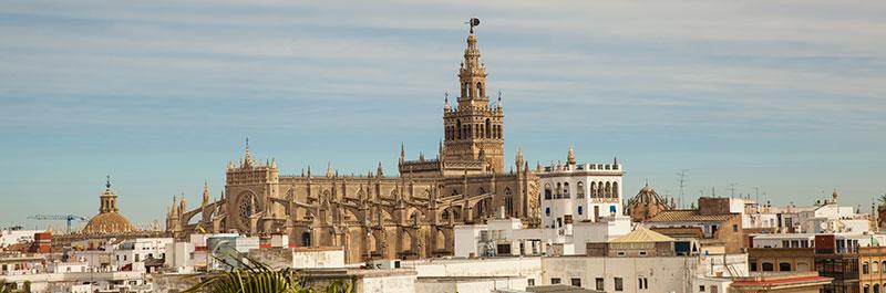 Widok z tarasu Torre del Oro na Katedrę i Giraldę