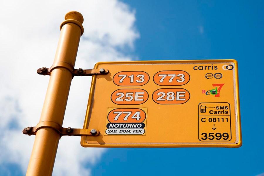 Na tym przystanku zatrzymują się tramwaje 25 i 28 oraz autobusy: 713, 773 i nocny 774
