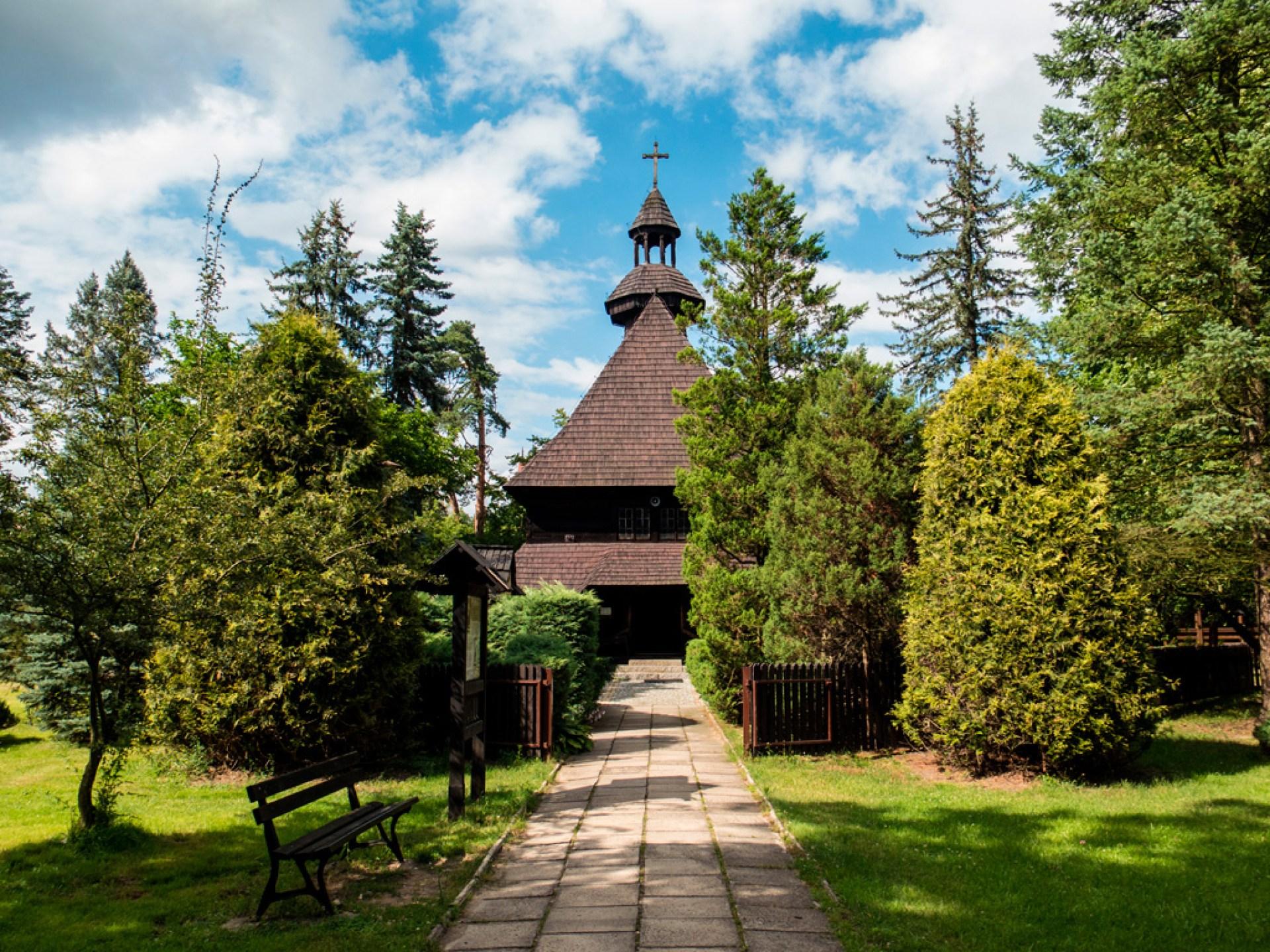 Kościółek modrzewiowy w Spale