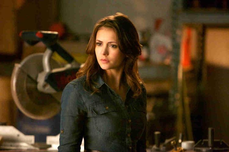 17-vampire-diaries-rescue-me-elena