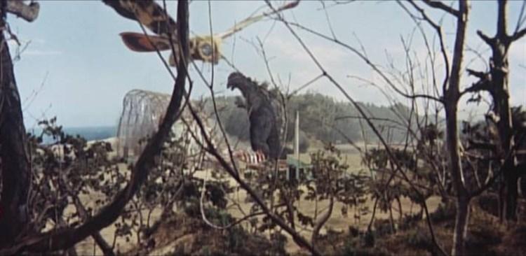 02-Godzilla-vs-Mothra