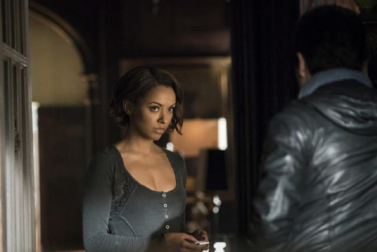 the-vampire-diaries-s6e21-bonnie-listening-to-enzo-