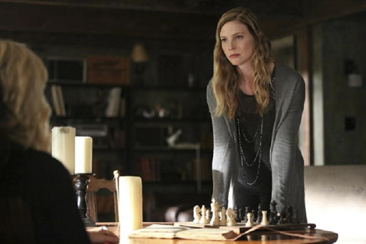 the-vampire-diaries-s7e3-valerie-vs-caroline