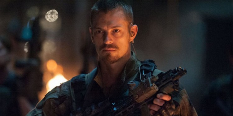 joel-kinnaman-as-rick-flag-in-suicide-squad-movie