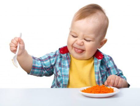 Dreumes kijkt vies bij eten - kind wil niet eten