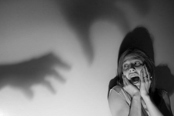 怖い夢を見る 原因