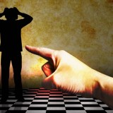 【夢占い】裏切られる夢、裏切る夢が暗示する意味とは?
