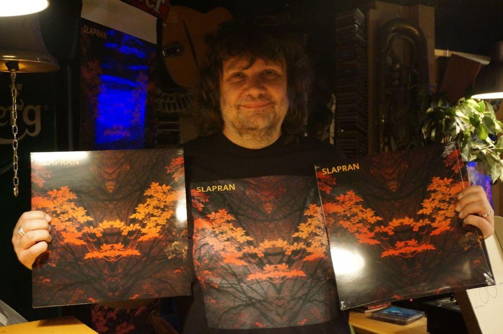 Pete selling Slapran records while SLAPRAN play rare gig