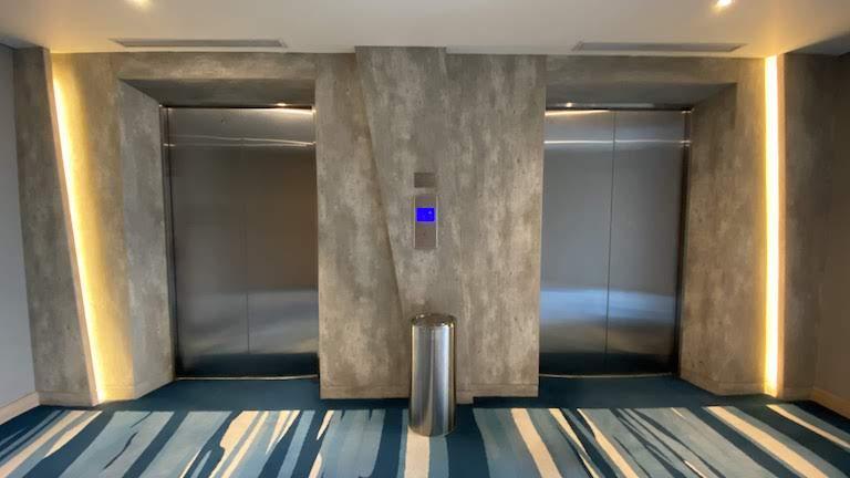 ホリデイインエクスプレスジャカルタワヒドハシム エレベーターホール