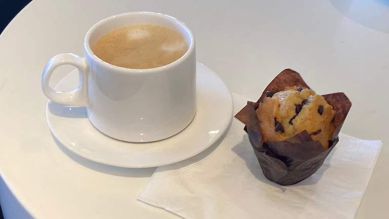 カンタス航空ビジネスラウンジ コーヒー&ケーキ