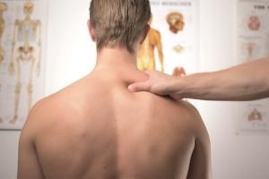 肩甲骨が固定できているか?