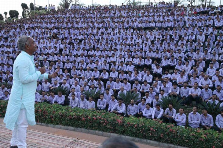 Savji Dholakia - Possivelmente o chefe mais generoso do mundo