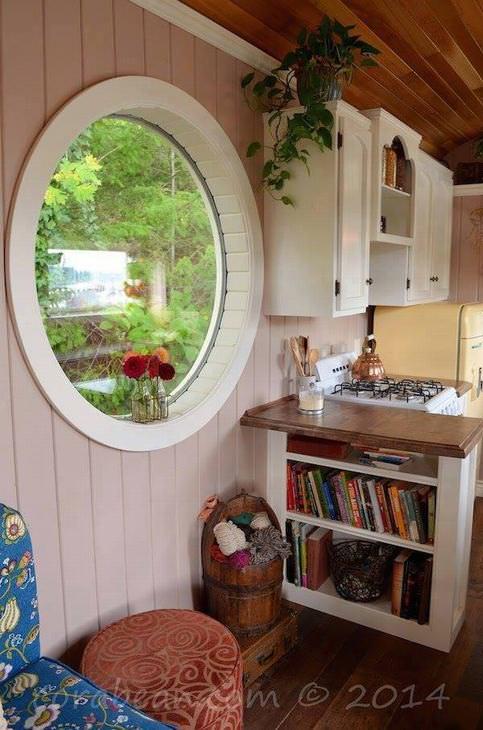 Casal transforma ônibus comum em uma casa encantadora