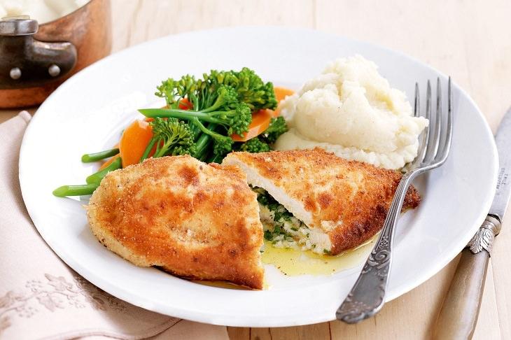 Receita deliciosa de frango recheado à milanesa